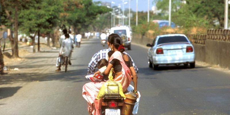 Взять машину в прокат… в Индии